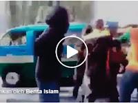 Gempar! Video: Disangka Taksi Online, Mobil Pribadi Diserang Massa, Penumpang Histeris. Bagikan Agar Keluarga Anda Tahu!