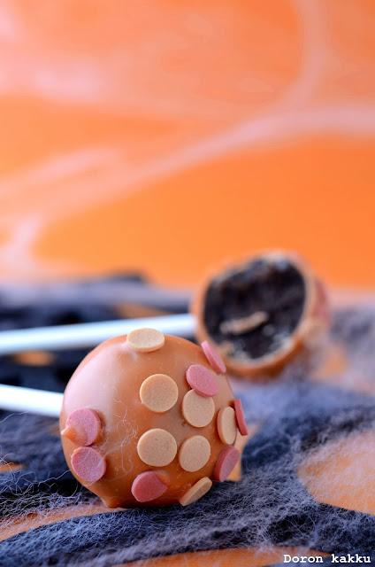 http://doronkakku.blogspot.fi/2013/10/kahvilla-maustetut-suklaa-cake-popsit.html