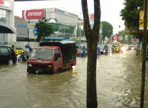 Agar Daihatsu Zebra Aman di Musim Hujan