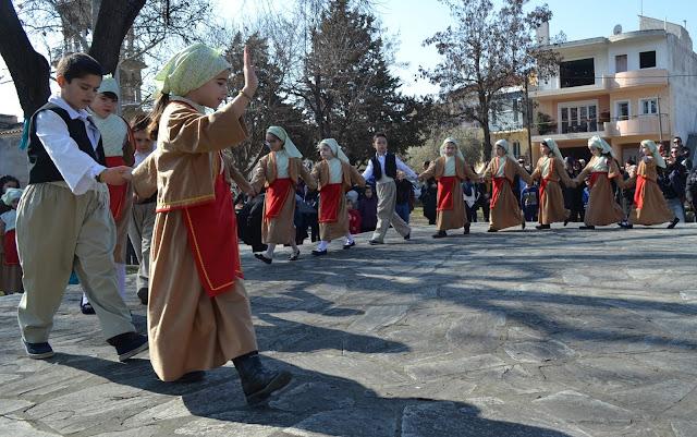 """""""Χορεύοντας στις συνοικίες"""" απο τις Λέσχες Πολιτισμού του Δήμου Λαρισαίων"""