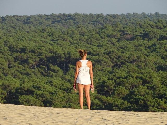 mujer duna pilat francia belleza natural
