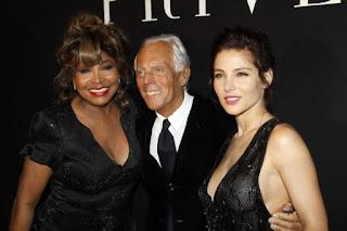 Con Giorgio Armani y la española Elsa Pataky en la Semana de la Moda de Paris (2010)