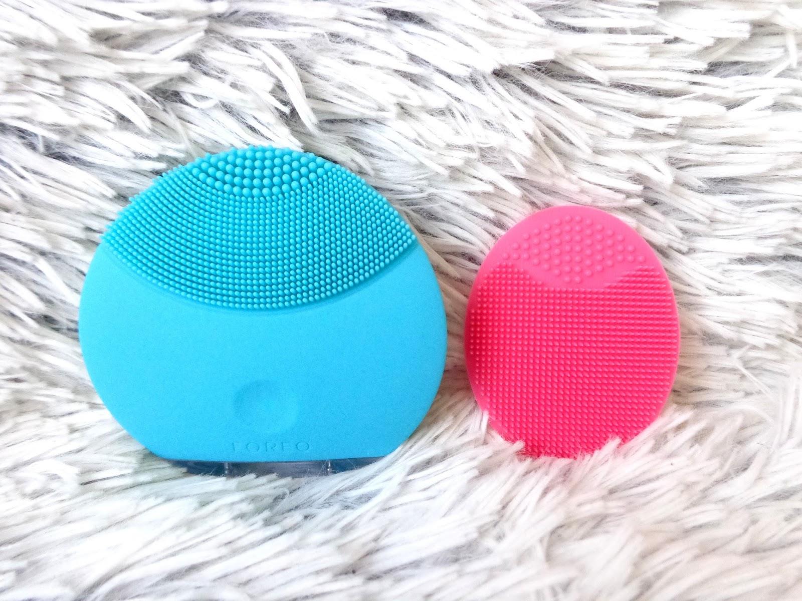 85080121a1d2fc Silikonowa myjka do mycia twarzy For Your Beauty vs. Foreo Luna Mini ...