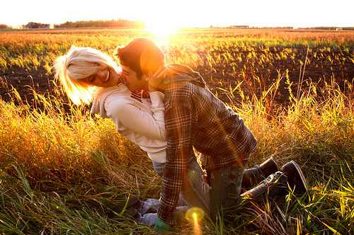 Country Love Wallpaper: Couple Love Kissing Wallpapers