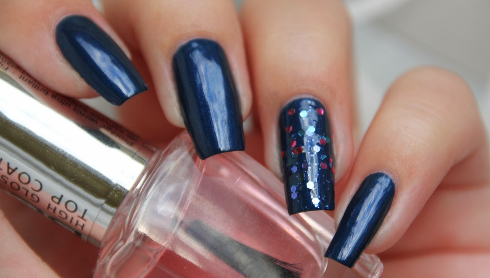 lacquervictim duo nagellack winerot glitter blue. Black Bedroom Furniture Sets. Home Design Ideas