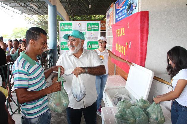 Prefeitura de Delmiro Gouveia distribui cinco toneladas de peixe e beneficia 2.500 famílias