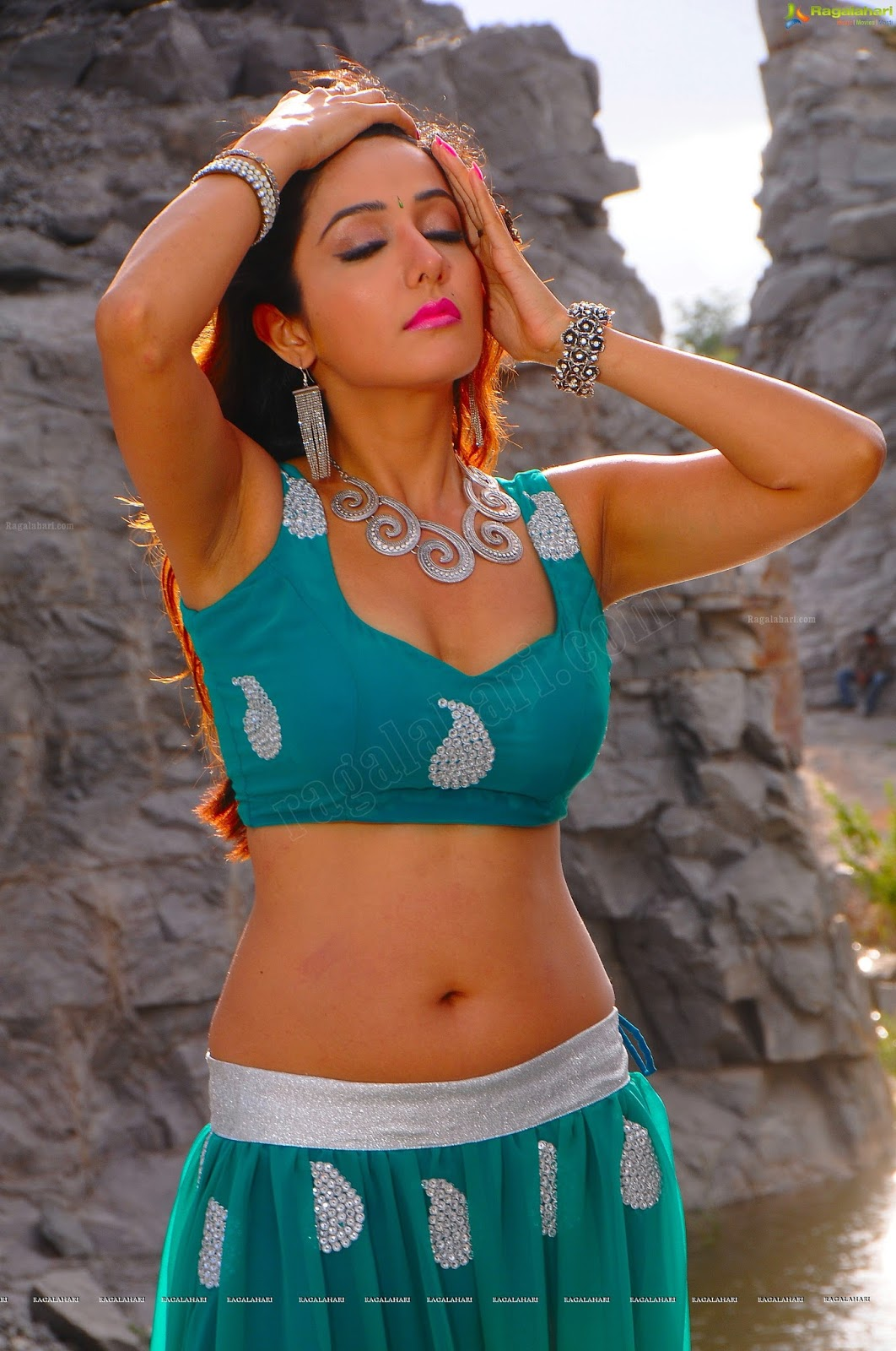 Armpit Actress Photo Sonia Mann Smoking Hot  Spicy -3183