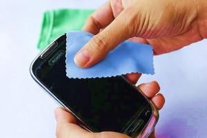 3 Cara Ampuh Menghilangkan Goresan di Layar Smartphone Android