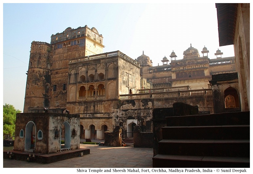 Shiva temple and Sheesh Mahal, Orchha fort, Madhya Pradesh, India - Images by Sunil Deepak