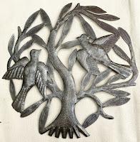 Дерево жизни с двумя большими птицами
