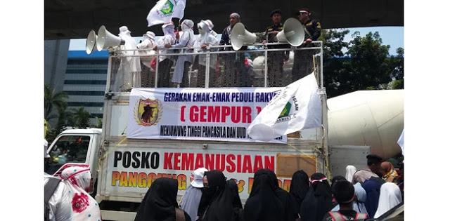 Kepung Mabes Polri, Emak-Emak Militan Tuntut Pidanakan Penghalang Gerakan #2019GantiPresiden