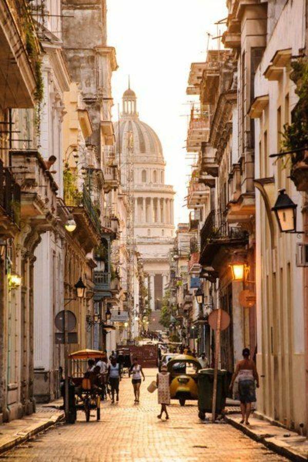 Last Notice Day - Havana, the capital of Cuba