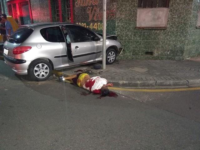 Homem perde controle do carro após ser alvejado por tiros