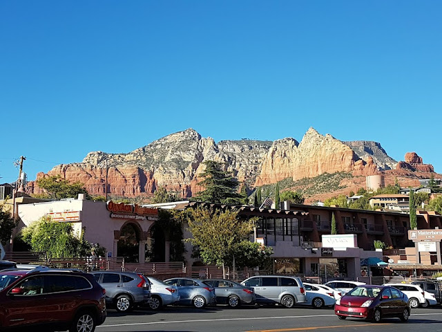 sedona arizona, arizona cities, things to do in arizona, things to do in sedona, where is sedona arizona, michelle branch, john mccain, flagstaff day trips