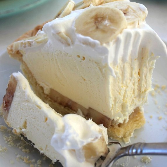 EASY BANANA CREAM PIE #easydesserts #holidaypie