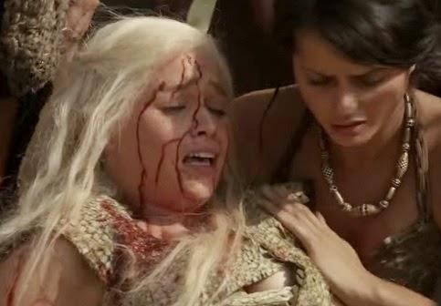 דאינריז מכוסה בדם