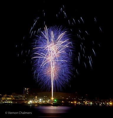 New Year 2014 Fireworks Cape Town with Canon EOS 700D / EF-S 18-135mm lens Photo: Vernon Chalmers
