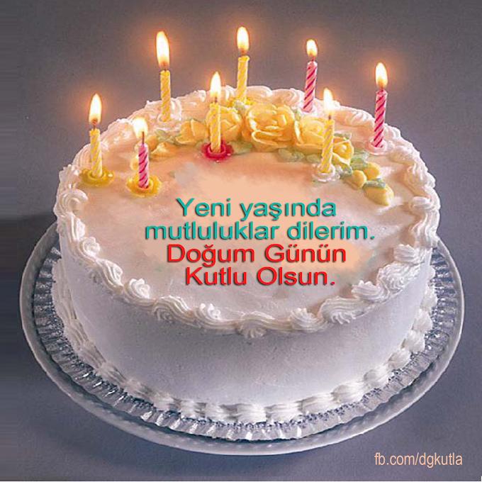 Mumları yanan pastayla doğum günü kutlama kartı