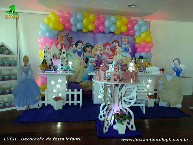 Decoração de festa Princesas Disney na mesa do bolo de aniversário para festa feminina - Provençal simples