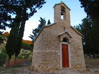 Crkvica sv. Petar, Dol, otok Brač slike