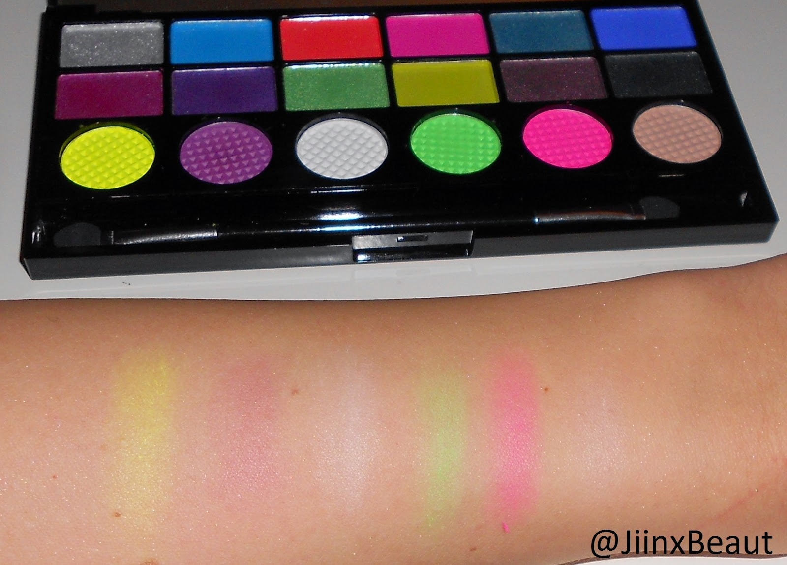 makeup revolution colour chaos palette swatches