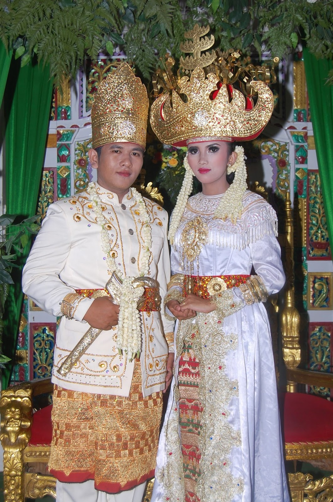 Pakaian Adat Lampung - Yus Pycho Satria