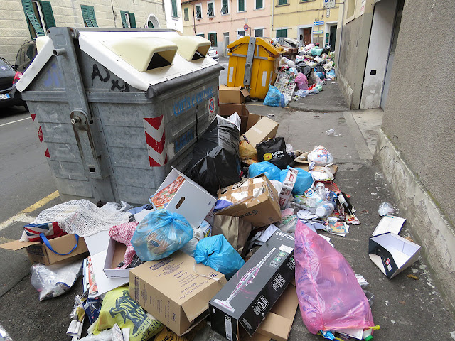 Garbage piling up outside the dumpsters, Via Giusti, Livorno