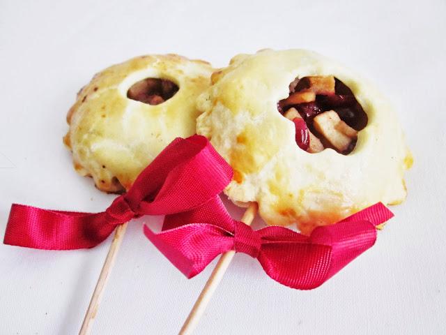 Apfel-Cranberry-Pie Pops mit Schleife