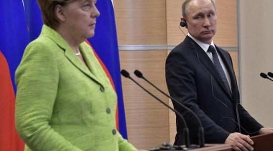 بوتين: يؤكد ضرورة بذل الجهود للمساعدة في عودة المهجرين السوريين إلى وطنهم
