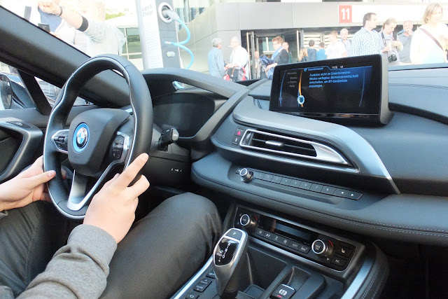 BMW-i8-internal