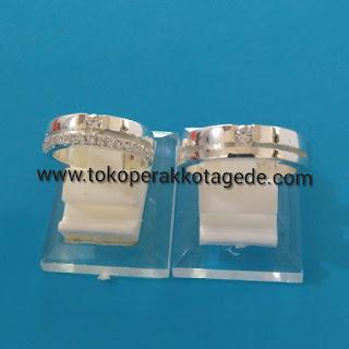 disain elegan wedding ring silver