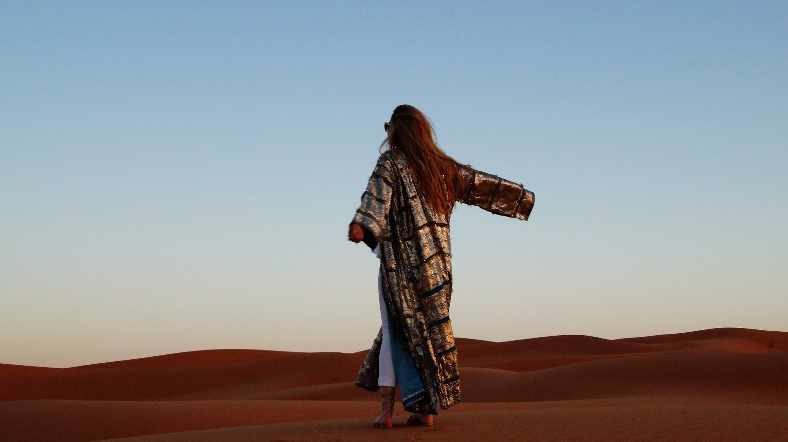 fancy, manners, outfit, inspiration, all white, sahara, desert, morocco, merzouga, travel, what to wear, blogger