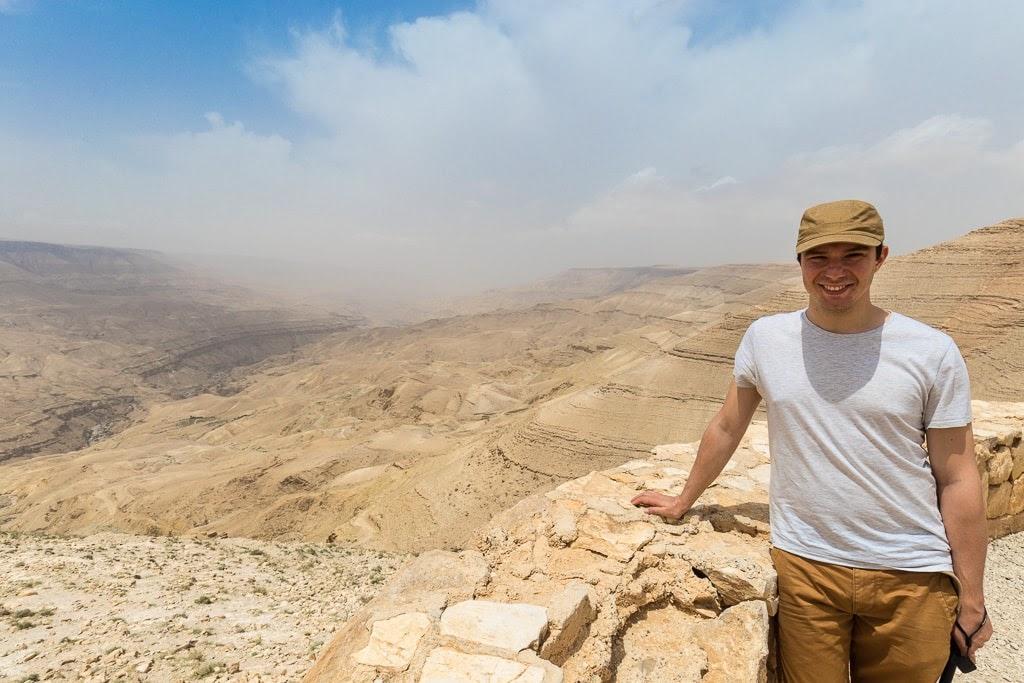 Alberto en el mirador de la Carretera del Rey, Jordania