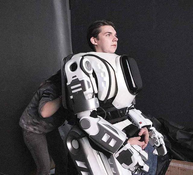 O robô Boris de alta tecnologia era um disfarce