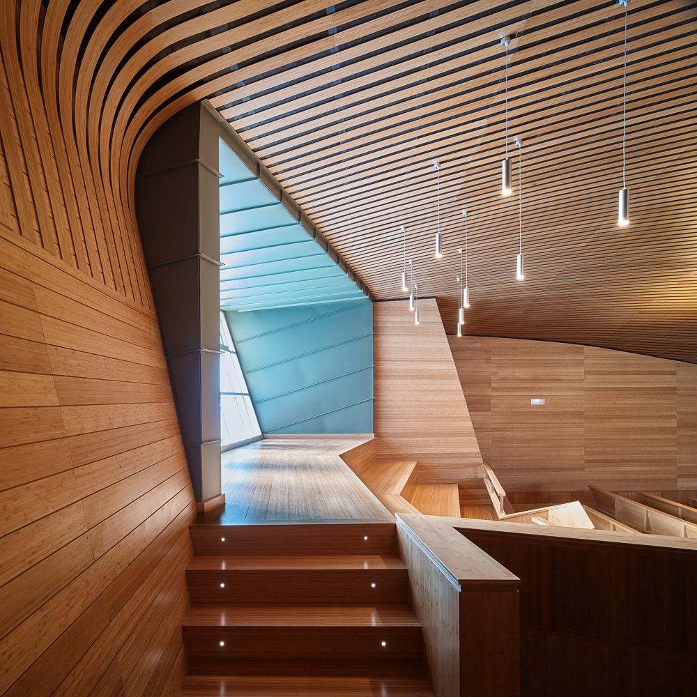 Revestir paredes con tableros contrachapados espacios en - Revestimientos de paredes interiores en madera ...