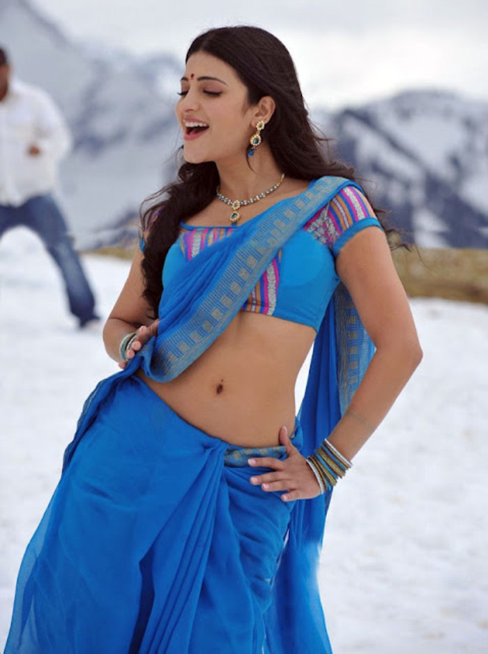 Hot sexy pretty Shruthi hassan navel show in blue saree