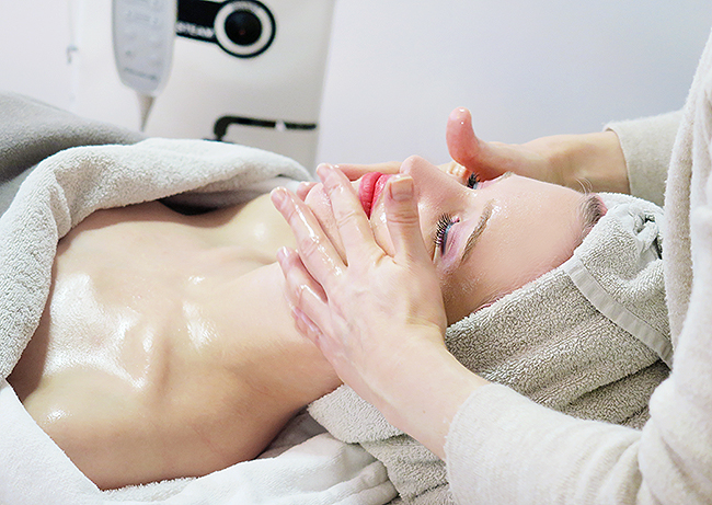 Skintherapist, Zurich, facial