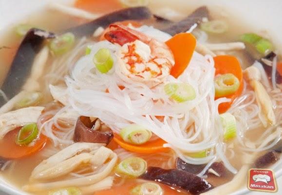 Konon katanya masakan yang satu ini berasal dari Jawa tepatnya di Solo sehingga masakan i Resep Masakan Kimlo Kuah Nikmat