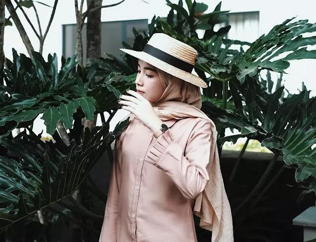 Topi Fedora kombinasi yang bagus untuk hijab