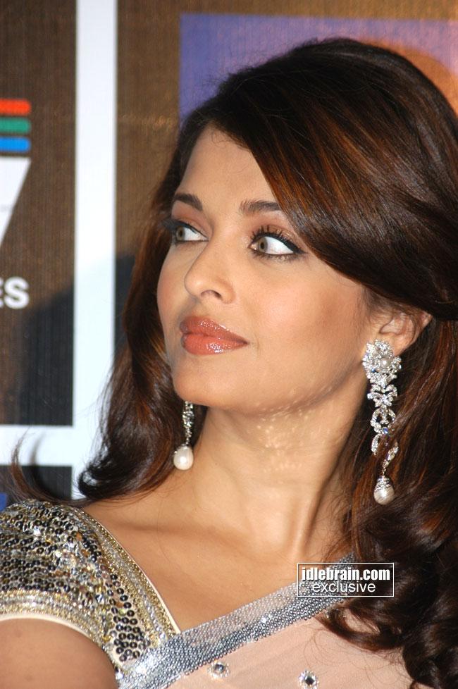 Indian Celebrity Sexy Girls Aishwarya Rai Latest Close Up -2770