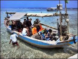 Naik Perahu Menuju Pulau Biawak