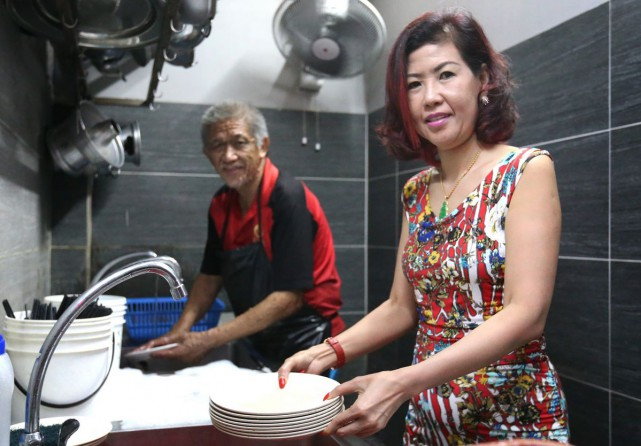 The kind-hearted restaurant owner, Ms Sharon Guan Xue-er, who employed a dishwasher covered with tumours, an overweight chef and an elderly woman has revealed her identity.