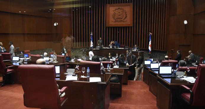 Comisión Senado no toma decisión sobre despojo inmunidad Galán y Valentín