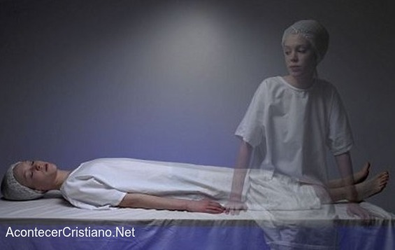 Alma de mujer observa después de muerta