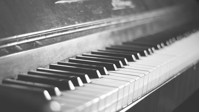 Wallpaper: Vintage Piano