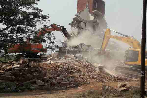 aravali-kant-enclave-demolish-by-faridabad-administration-2-april