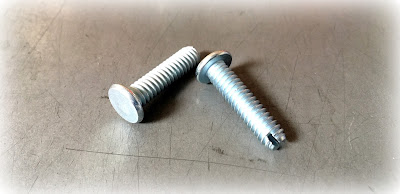 "Custom Slotted Reverse Drive Machine Screws - 1/4-20 X 1"" In Zinc Plated Steel Material"
