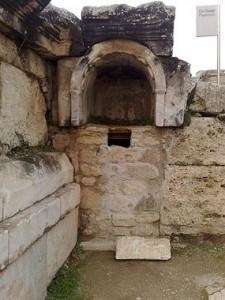 La puerta de Plutón, ubicada en Pamukkale, en el suroeste de Turquía. En el pasado se creía que conducía a otro mundo.