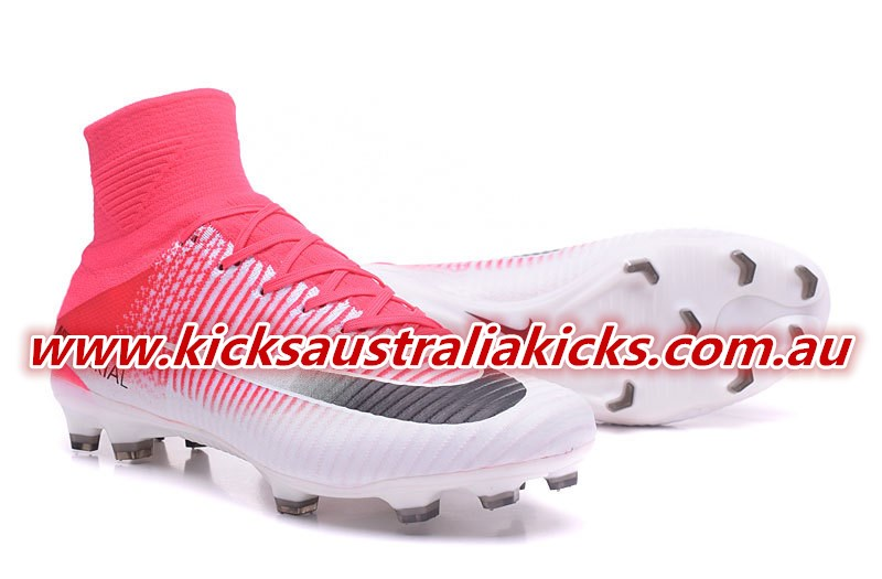 best service b9dcd 70cb5 Obviously, the pink Nike Mercurial Superfly V boots are identical to all  editions of the Superfly 5 that were released so far. Built for speed, they  feature ...