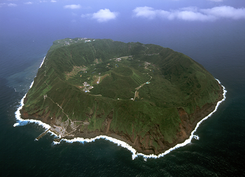 Japan's Inhabited Volcanic Island of Aogashima - Facts Pod
